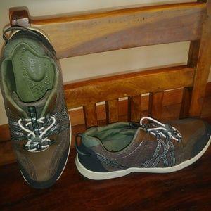 Bass Shoes 11M Mens.
